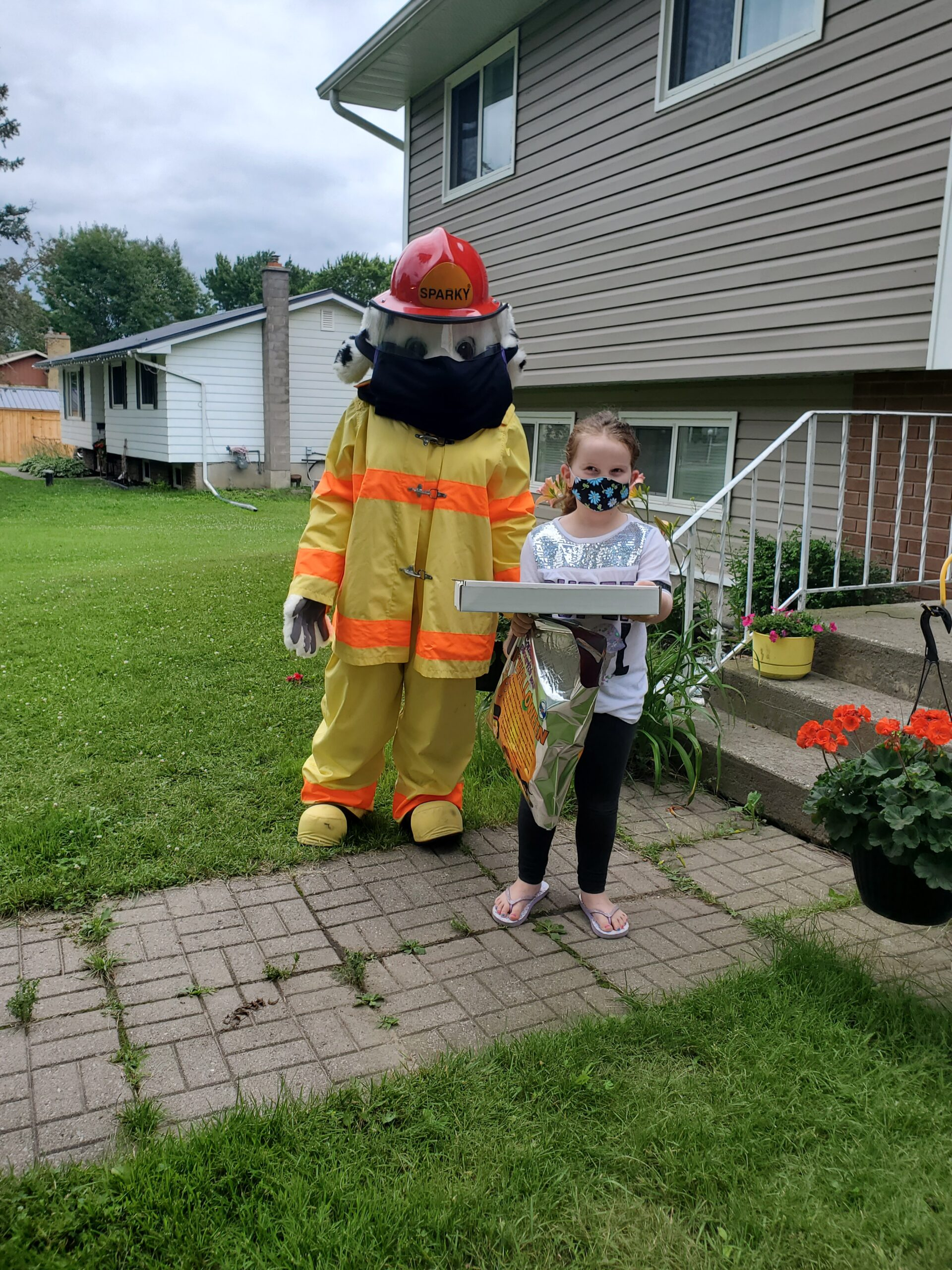 Sparky and Everett outside her home with her prize