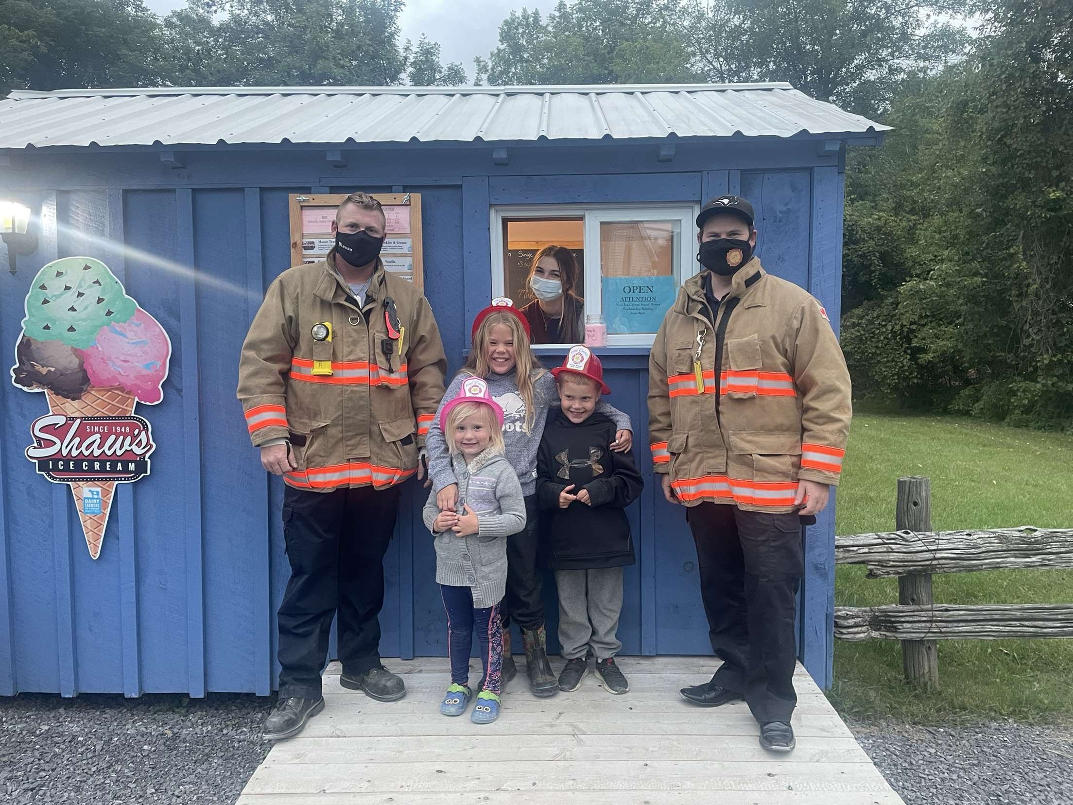 augusta firefighters with Creekside Diner's ice cream patrons